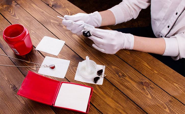 amber cleaning - Cách vệ sinh trang sức hổ phách