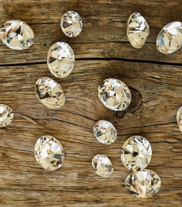 Moissanite-vs-diamond